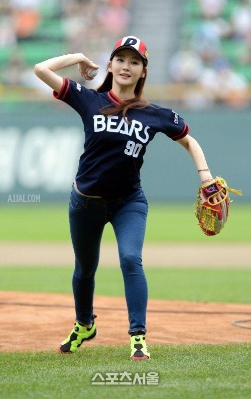 강민경 Bears 시구